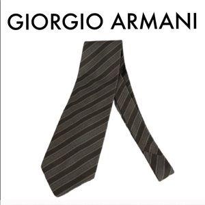 👑 GIORGIO ARMANI MEN'S TIE 💯AUTHENTIC